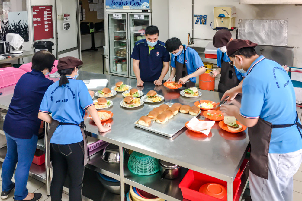 Kitchen PPIA Batu Pahat training in food preparation and baking Pertubuhan Perkhidmatan Intervensi Awal Batu Pahat Facilities PPIA Batu Pahat 峇株巴辖特殊教育中心 A07