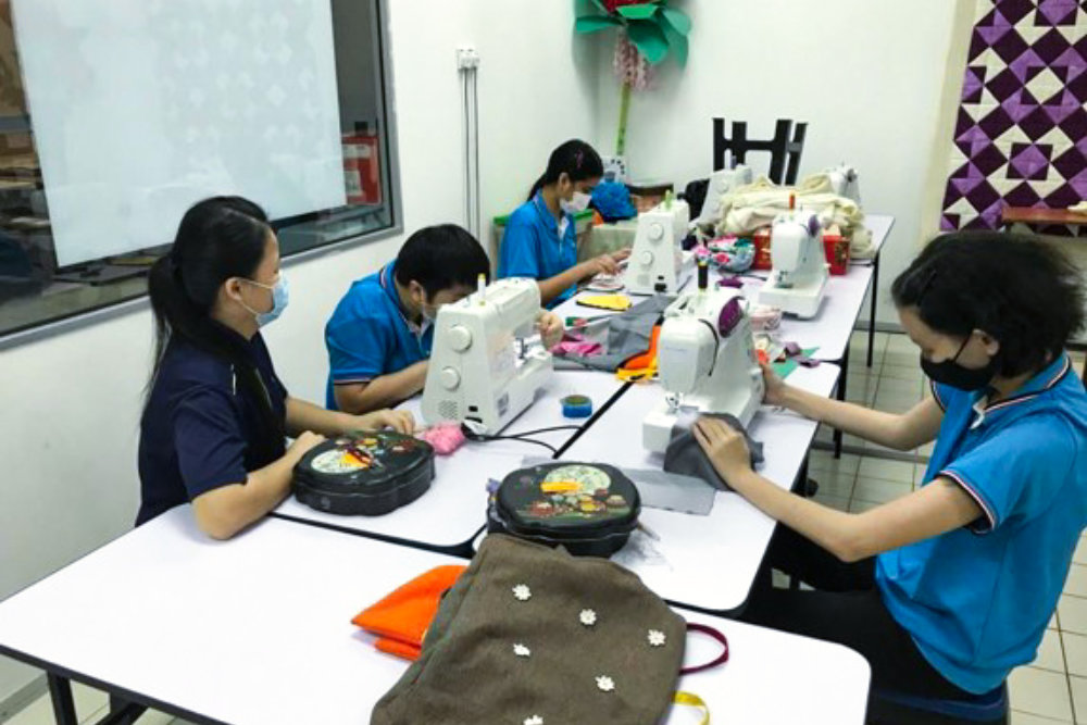 Sewing Room PPIA Batu Pahat developing sewing skills Pertubuhan Perkhidmatan Intervensi Awal Batu Pahat Facilities PPIA Batu Pahat 峇株巴辖特殊教育中心 A10